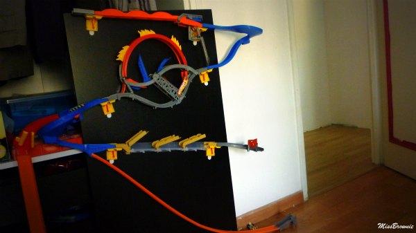 Avis circuit hot wheels wall tracks et voiture video racer for Bureau qui ne prend pas de place