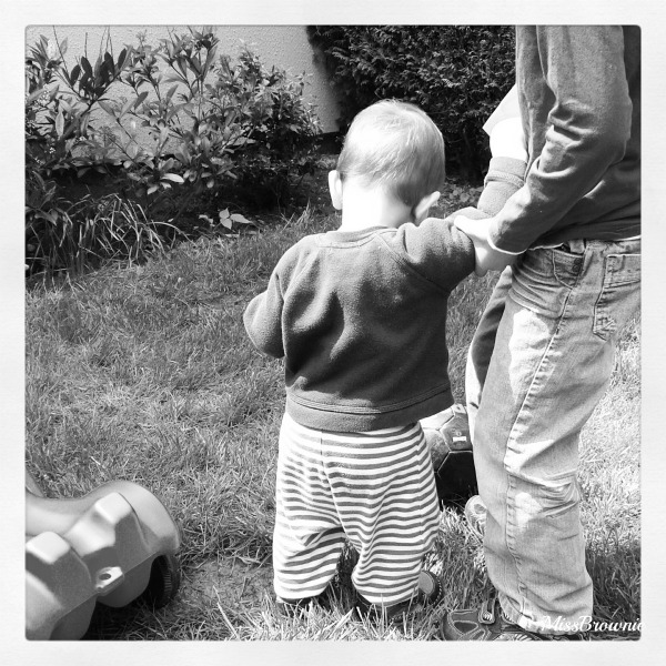 bebe-apprend-a-marcher