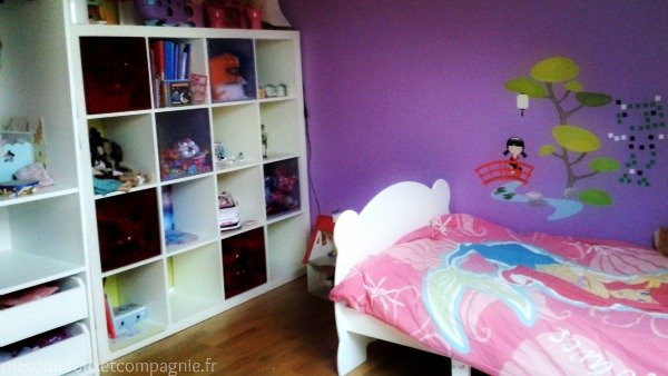 chambre fille deco ikea stickers kokeshi mes doudoux et compagnie blog de maman. Black Bedroom Furniture Sets. Home Design Ideas