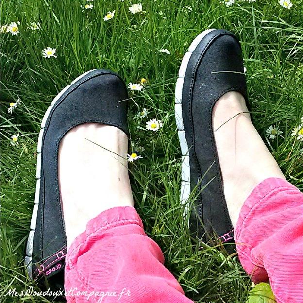 crocs-stretch-sole-flat